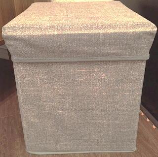 ダイソーのグレーの収納スツール