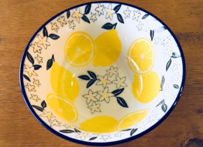 ダイソーのレモン柄茶碗
